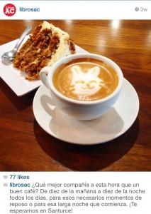Bizcocho de zanahoria y un cafecito con dibujo personalizado