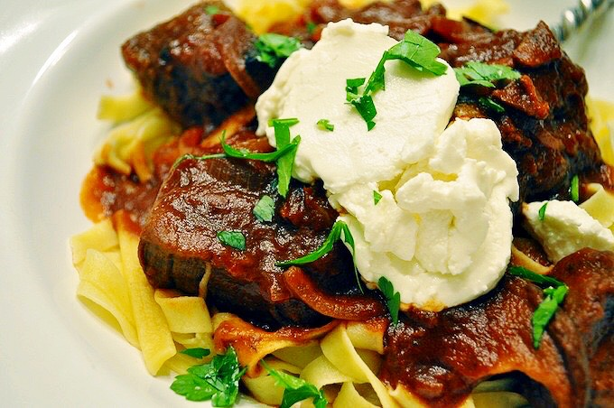 fettucine y filete con queso de cabra en salsa de tempranillo_ adriana angelet_ greatfood360_prwn_2015