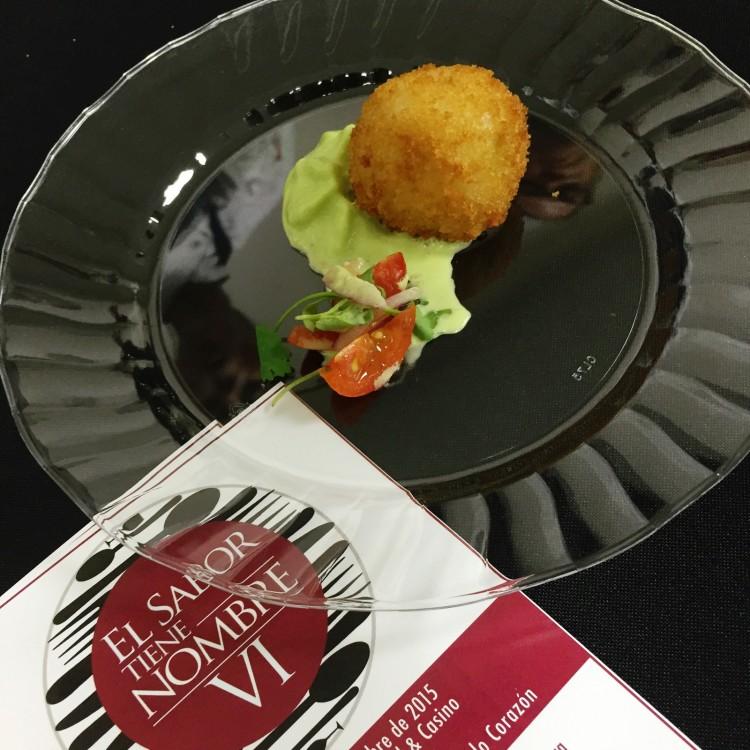 Restaurante Choices del Hotel Sheraton - Arancini de Bacalao con espuma de cebollines, tomates pickled
